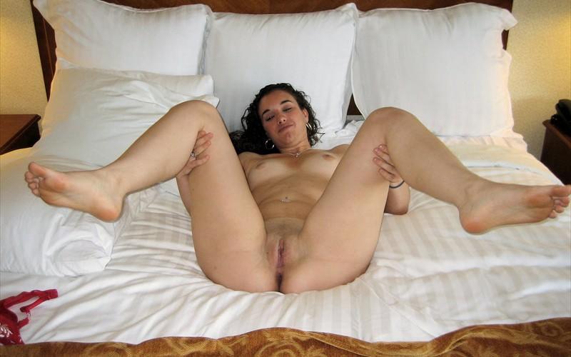 фото женщин в постели голых
